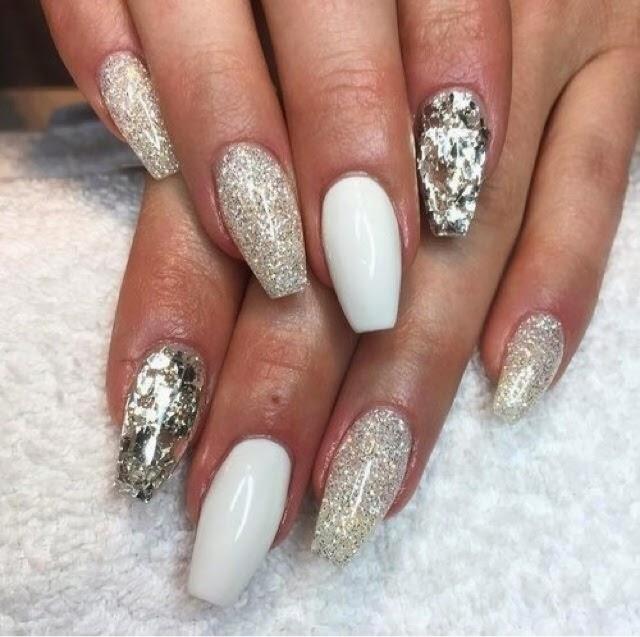 Длинные ногти с блестками