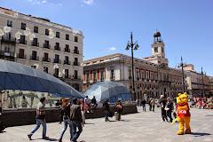Ambiente festivo en la Puerta del Sol