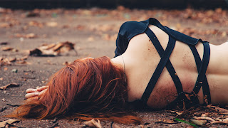 Faceless Girl by Mateus Lucena