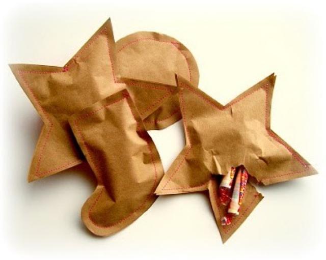 Ideas para envolver con papel kraft. Formas navideñas