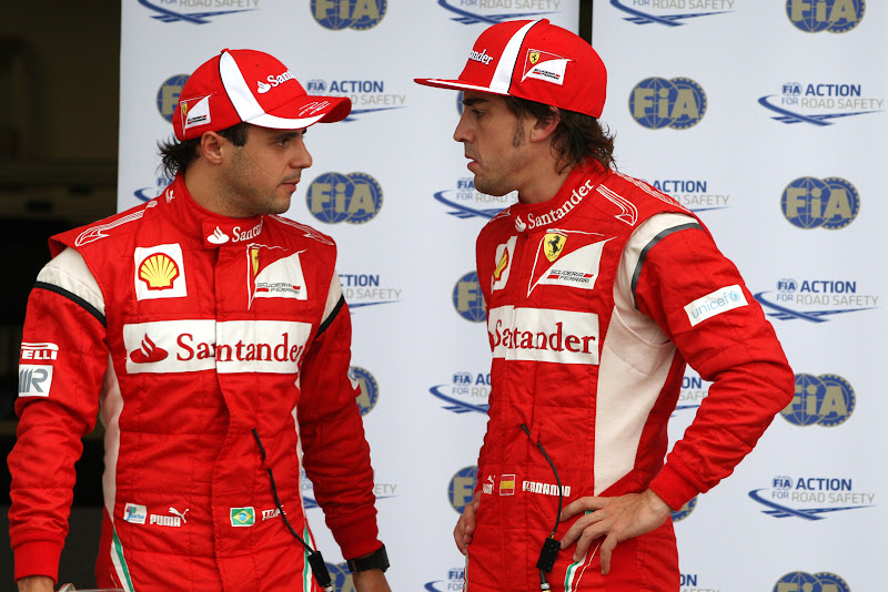 Фелипе Масса и Фернандо Алонсо разговаривают после квалификации на Гран-при Канады 2011