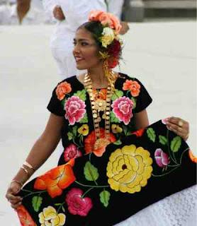 En la región del istmo de Tehuantepec, las mujeres confeccionan una variedad de vestido, que es de mayor belleza, con una procedencia al mismo tiempo