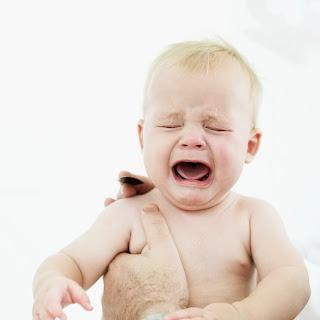 Phát triển cảm xúc và kỹ năng giao tiếp cho trẻ từ 4 – 7 tháng tuổi