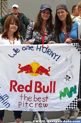 болельщики Red Bull и Кристиана Хорнера на Гран-при Венгрии 2011