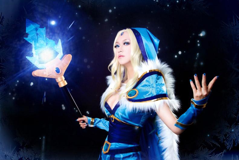 Cosplay thánh nữ Crystal Maiden trong DotA 2