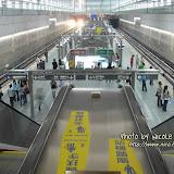 開揚的捷運月台,讓人可以居高臨下拍到兩邊的路軌。