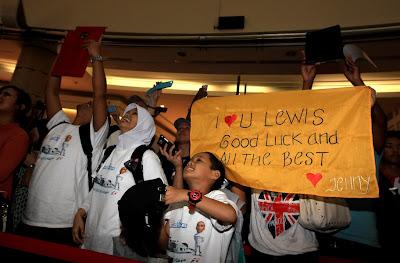 болельщицы Льюиса Хэмилтона на Гран-при Малайзии 2013