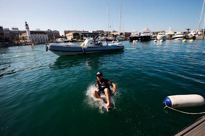 Хайме Альгерсуари приземляется в море на Гран-при Европы 2011 в Валенсии