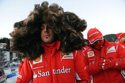Фернандо Алонсо в здоровенном парике и Фелипе Масса скрывающий лицо на Wrooom 2012