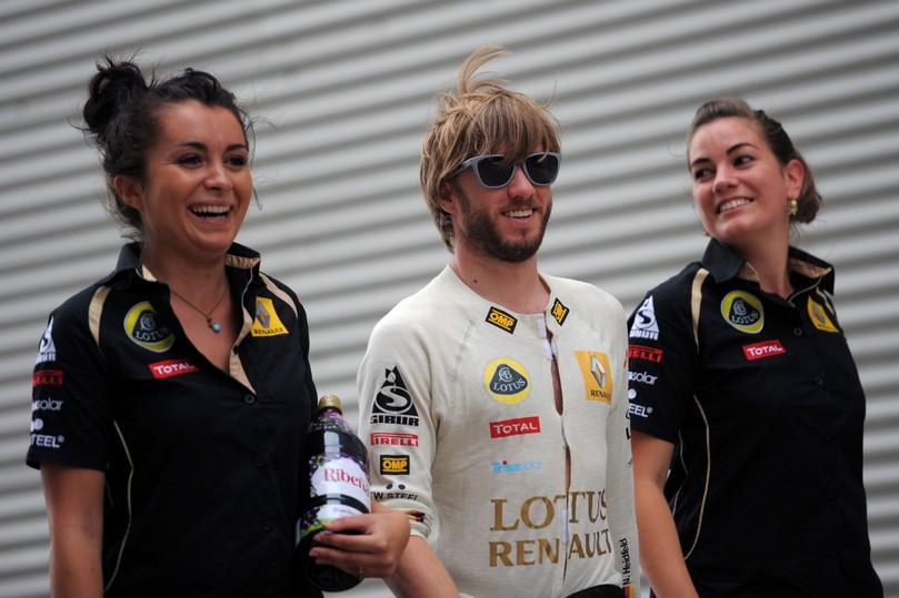 Ник Хайдфельд механики Валенсия Гран-при Европы 2011