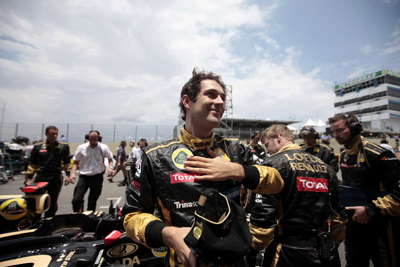улыбающийся Бруно Сенна на Гран-при Бразилии 2011