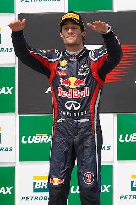 Марк Уэббер на первой ступеньке подиума Интерлагоса на Гран-при Бразилии 2011