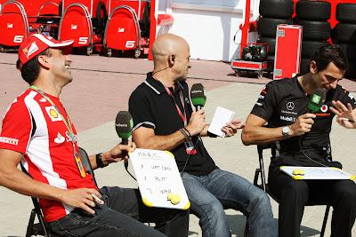 Марк Жене и Педро де ла Роса смеются в гостях у laSexta на Гран-при Кореи 2011