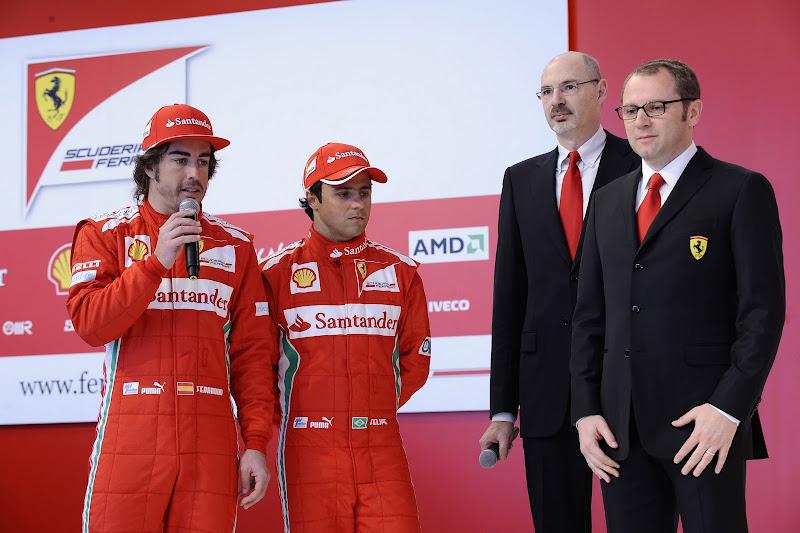 Фернандо Алонсо с микрофоном и Фелипе Масса и Стефано Доменикали на презентации Ferrari в Маранелло 3 февраля 2012