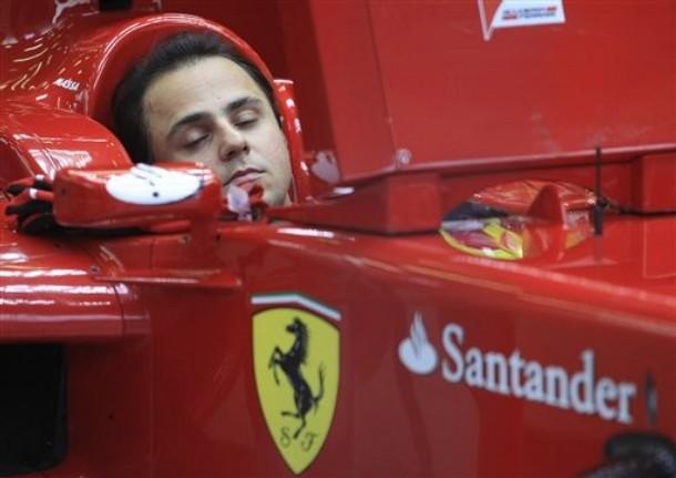 Фелипе Масса спит в кокпите Ferrari во время свободных заездов в пятницу на Гран-при Бельгии 2011