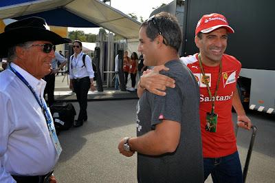 Марк Жене приветствует Хуана Пабло Монтойю в паддоке Монцы на Гран-при Италии 2014
