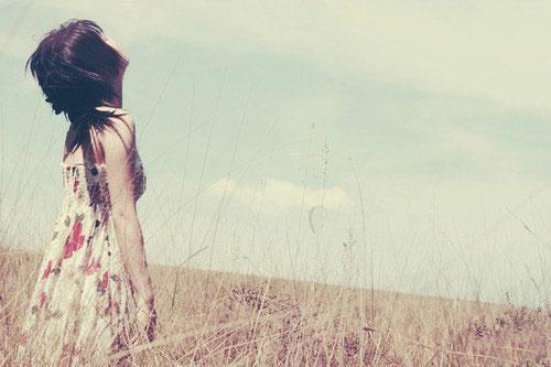 Ảnh tâm trạng của cô gái cô đơn