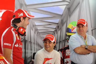 Жюль Бьянки в боксах Ferrari вместе с Фелипе Массой и его папой на Гран-при Японии 2011
