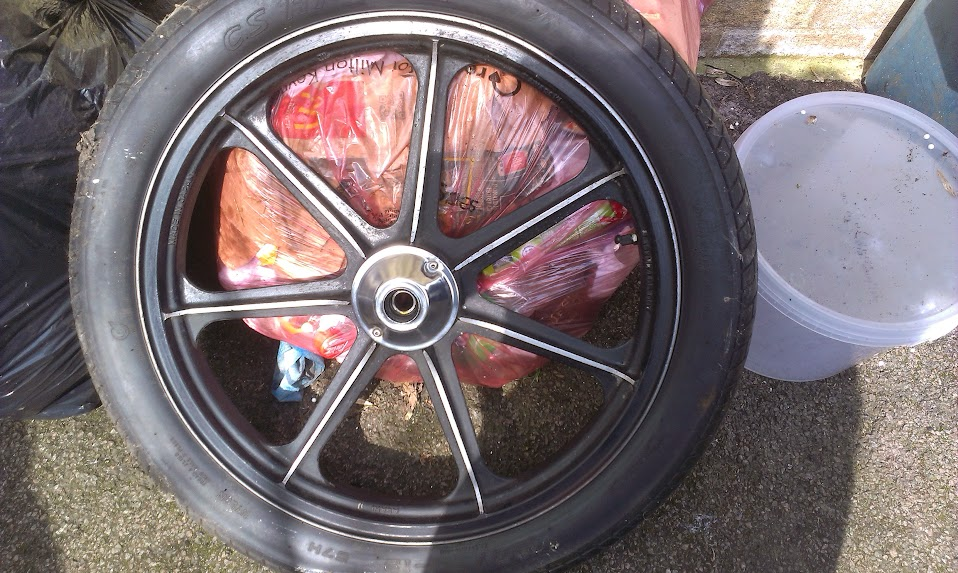 Z750 twin front wheel all cleaned