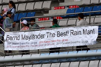 послание болельщиков Бернда Майландера на трибунах Йонама на Гран-при Кореи 2011