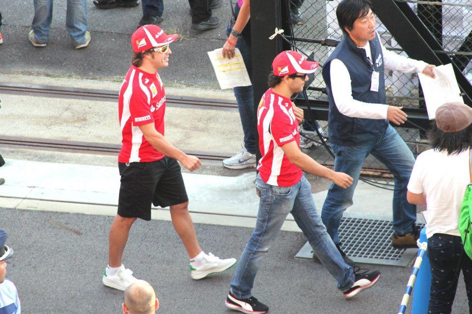 синхронная походка Фернандо Алонсо и Фелипе Массы на Гран-при Японии 2011