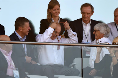 Владимир Путин и Берни Экклстоун смотрят гонку на Гран-при России 2014