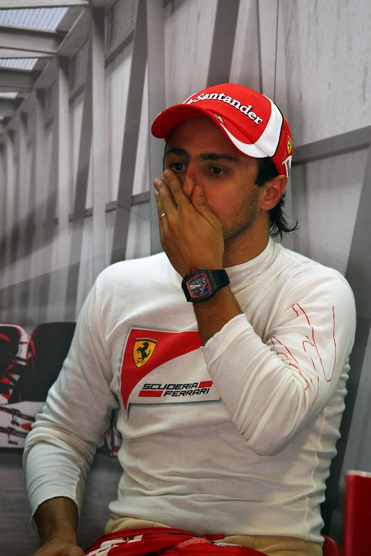 Фелипе Масса фэйспалмит на Гран-при Италии 2011 в Монце