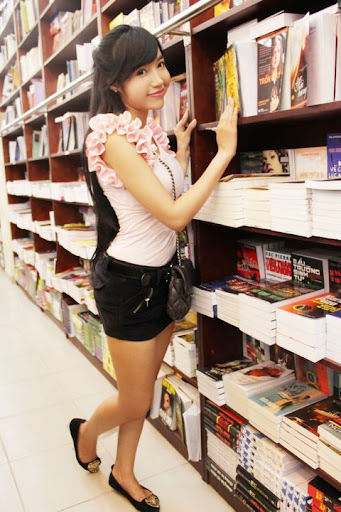 Elly tran - Click here to view Full Image