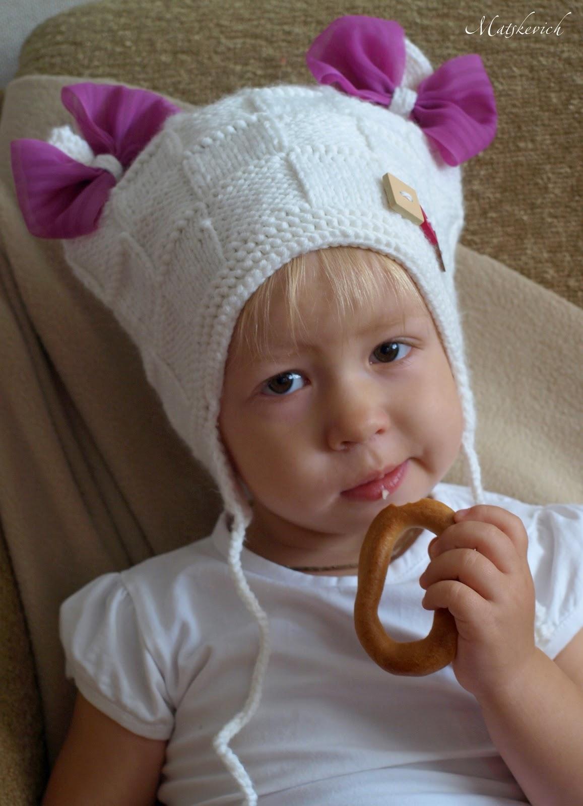 вязать шапочки для девочки видео