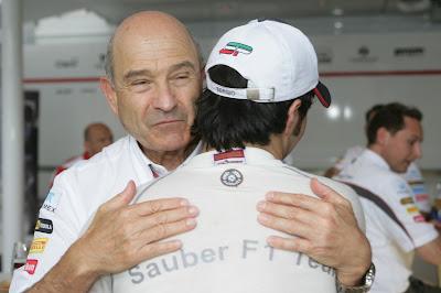 Серхио Перес и Петер Заубер обнимаются после отличного результата на Гран-при Германии 2012