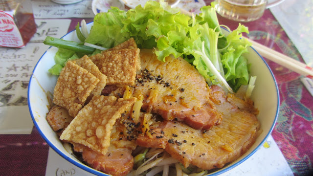 Delicious cau lao noodles.
