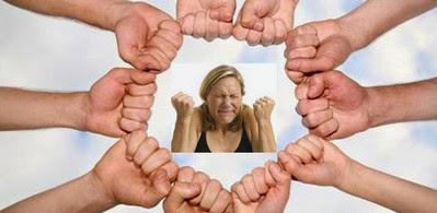 Держать кулаки за кого-то - ментальная поддержка