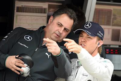 тим-менеджер Mercedes Рон Медоуз и Нико Росберг на командном мостике Гран-при Австрии 2014