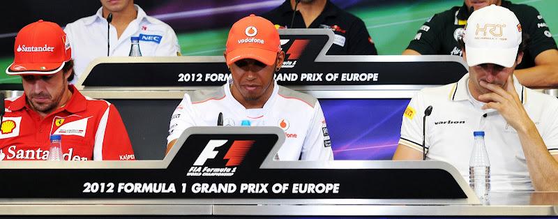 Фернандо Алонсо Льюис Хэмилтон Педро де ла Роса на пресс-конференции в четверг на Гран-при Европы 2012