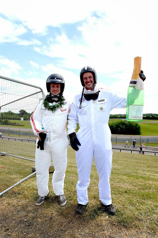 болельщики косплеят Джима Кларка и Грэма Хилла на Гран-при Великобритании 2014