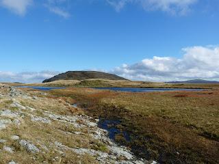 Approaching Llyn Caseg-fraith