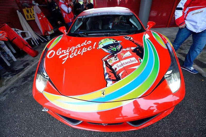 Obrigado Felipe на капоте Ferrari на Гран-при Бразилии 2013