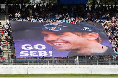 баннер Go Seb от болельщиков Себастьяна Феттеля на Гран-при Германии 2012