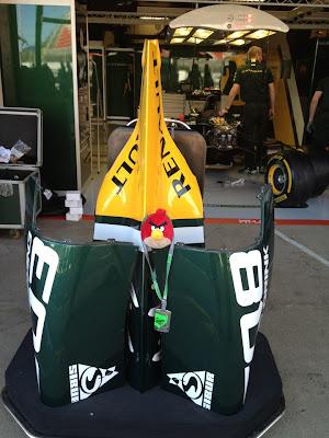 Angry Birds на кожухе двигателя Caterham на Гран-при Испании 2012