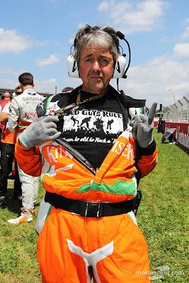 Нил Дики в футболке Old Guys Rule на стартовой решетке Гран-при Испании 2013