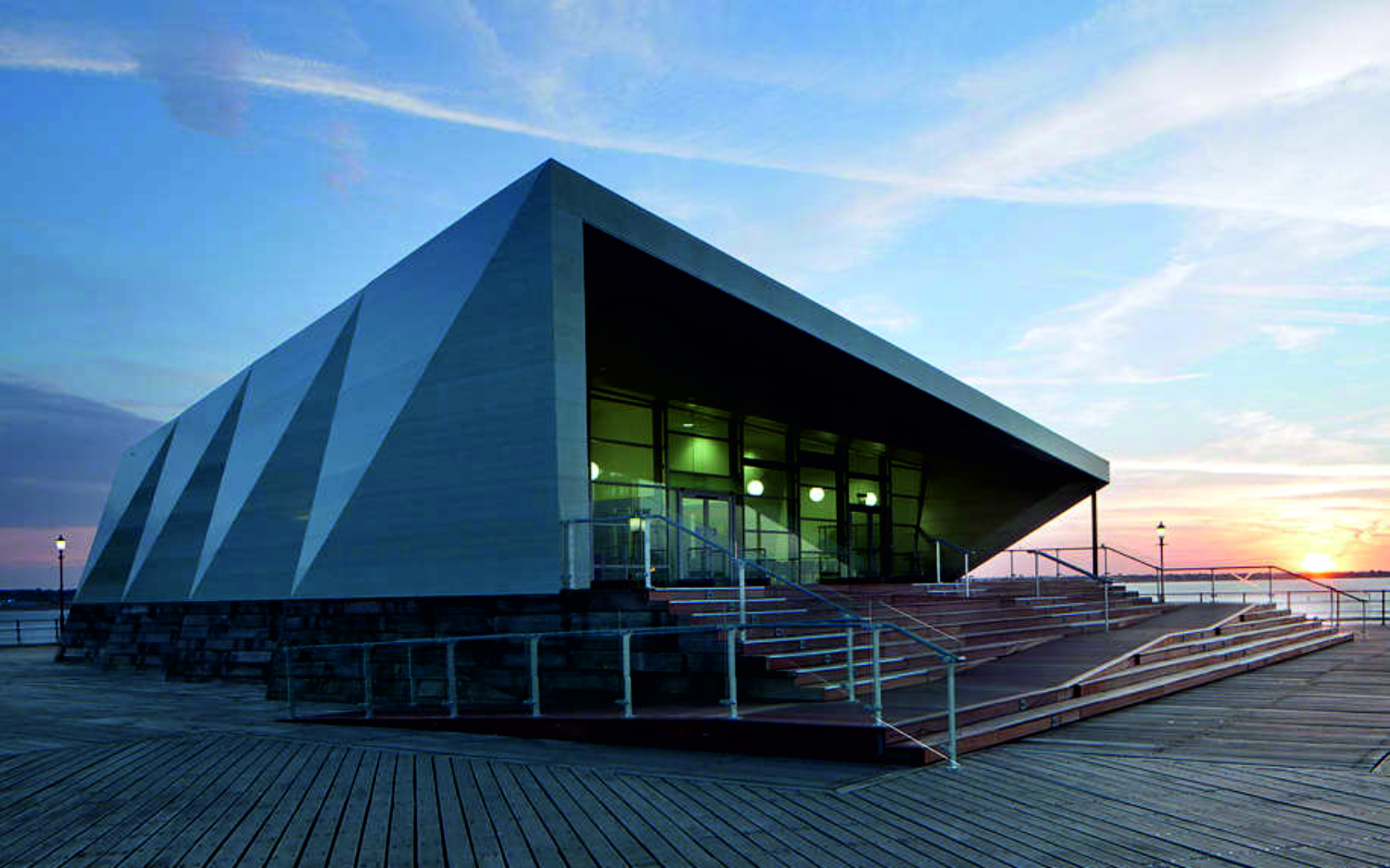 9 Clifftown Parade, Southend-on-Sea, Essex County SS1 1DP, Regno Unito: [CULTURAL CENTRE BY WHITE ARKITEKTER]