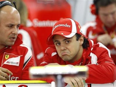 Фелипе Масса на заднем крыле Ferrari с механиком на Гран-при Кореи 2011
