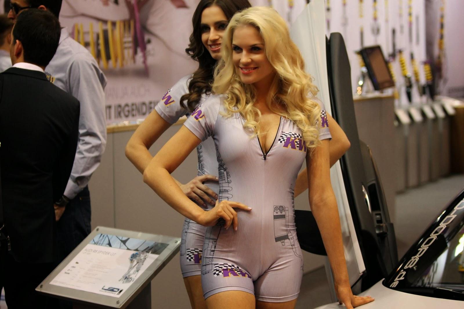 Embaladas a vácuo - Belas mulheres com roupas super apertadas - Parte 28