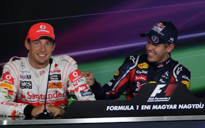 Себастьян Феттель шпыняет Дженсона Баттона на пресс-конференции после квалификации на Гран-при Венгрии 2011