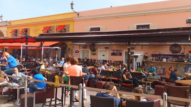 Terrazas en la Cours Saleya, Niza, Costa Azul