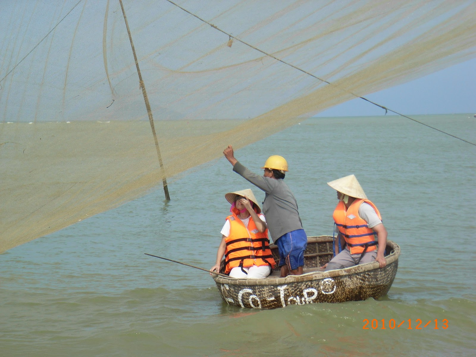 Pushing the fishes into the centre of the net
