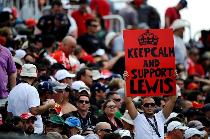 болельщики Льюиса Хэмилтона с баннером на трибуне Монреаля на Гран-при Канады 2013
