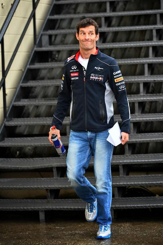 улыбающийся Марк Уэббер на Гран-при Бразилии 2013