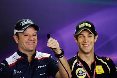 смеющиеся Рубенс Баррикелло и Бруно Сенна на пресс-конференции в четверг на Гран-при Бразилии 2011