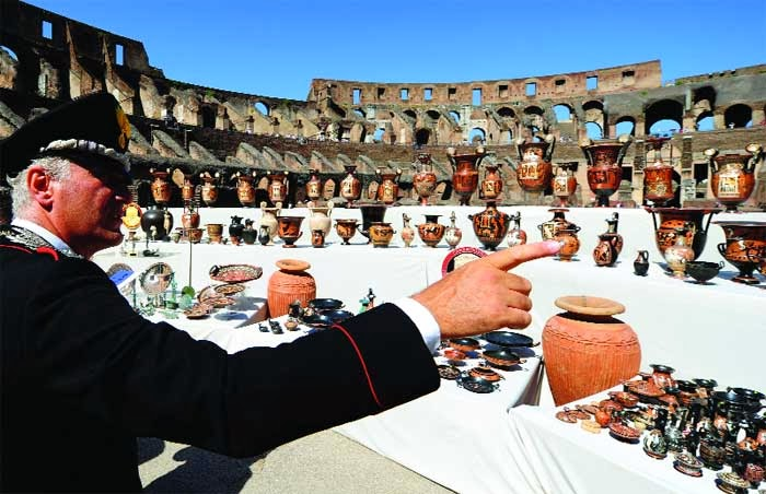 Southern Europe: Italy threatens to sue UK firm over ancient 'loot'
